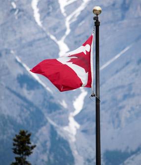 Kanadische Flagge in Banff