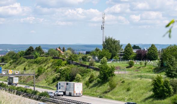LTE-Mast an der Autobahn